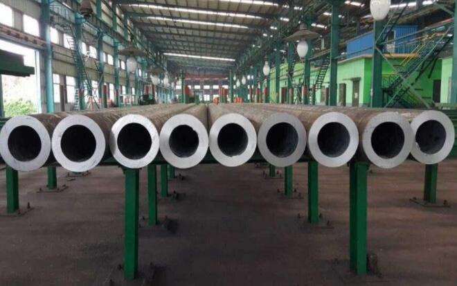 石油钢管是一种截面为中空、四周无接缝的长型钢材