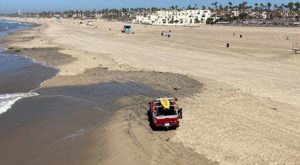 亨廷顿海滩的城市和州海滩在石油泄漏后重新开放