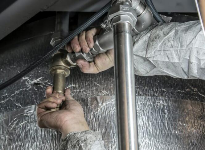 管道是通过一系列管道或管道输送用于各种用途的液体的任何方法
